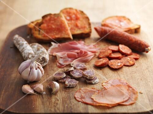 Chorizo, garlic, ham and toast