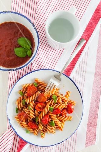 Fusilli with tomato sauce and basil