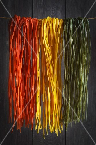 Coloured and flavoured linguine
