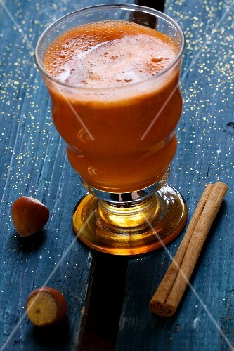 Carrot juice with apple, cinnamon and hazelnuts