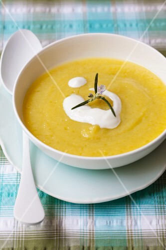 Cream of courgette soup garnished with sour cream