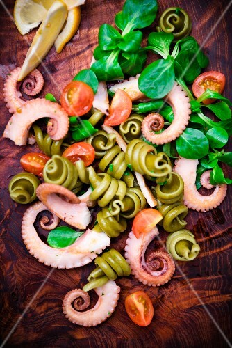 Pasta salad with octopus, tomatoes and lamb's lettuce