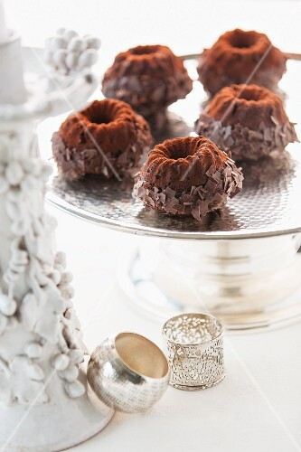 Mini Bundt cakes with grated chocolate