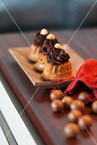Mini Bundt cakes with chocolate cream and pralines