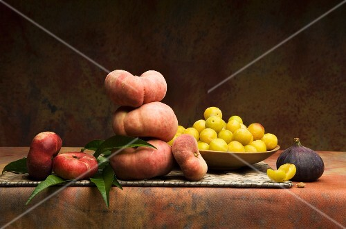 Peaches, mirabelles and figs