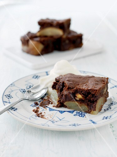 Chocolate cake with pears and walnuts