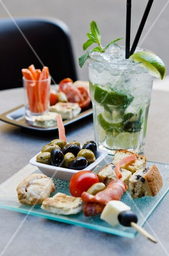 A cocktail and an appetiser platter
