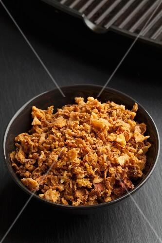 A bowl of crispy fried onions