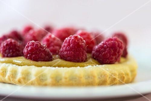 A raspberry tartlet (close-up)