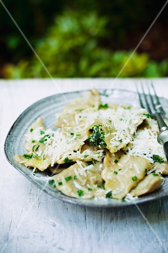 Spinach-filled ravioli with cheese