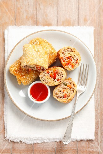 Spring rolls filled with Chinese noodles, minced meat and vegetables, served with sweet and sour sauce
