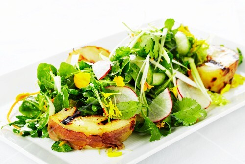 Rocket salad with grilled pear