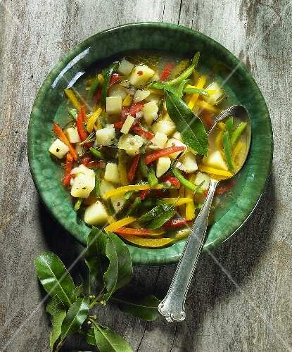 Potato and pepper soup with bay leaves