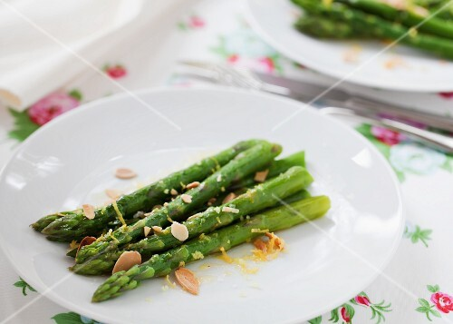 Asparagus with lemon and slivered almonds