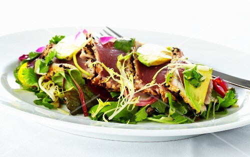 Mixed leaf salad with ahi tuna and avocado