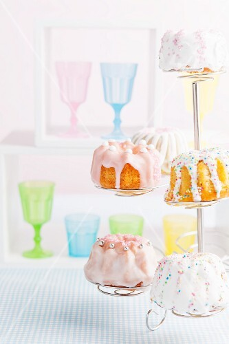 Mini Bundt cakes decorated with icing sugar and sugar pearls for a child's birthday party