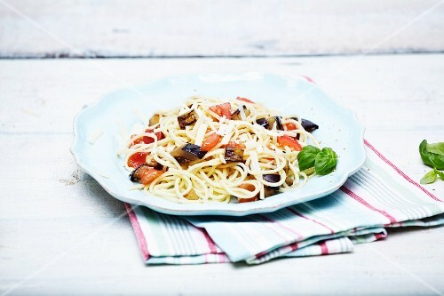 Spaghetti with vegetables and basil