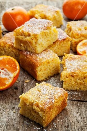 Mandarin cake slices and fresh mandarins