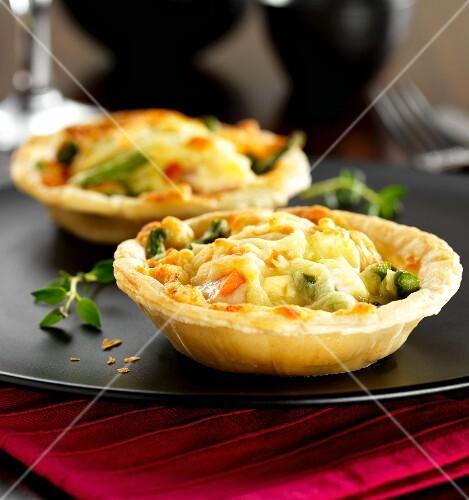Salmon and asparagus tarts