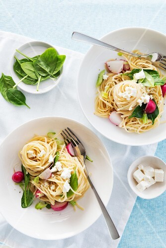 Linguine with spinach, feta and radishes