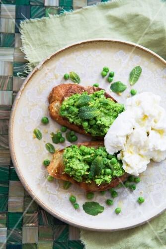 Mushy peas with mint on toast