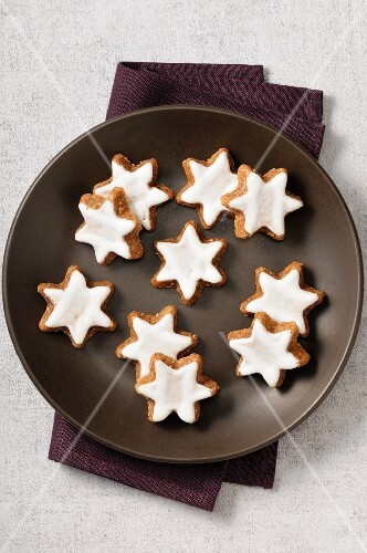 Cinnamon stars in a dish
