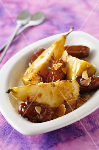 Caramelised pears with dates