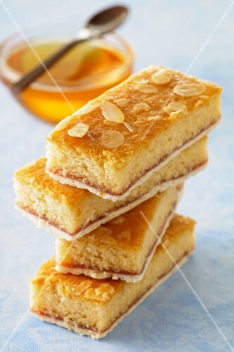 Almond slices with honey