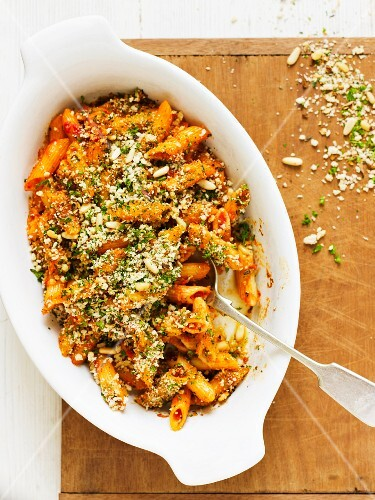 Gratinated penne with tomatoes, breadcrumbs and pine nuts