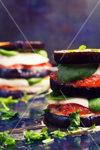 Aubergines with tomatoes, mozzarella and basil