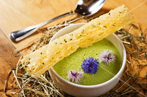 Green foam suit with mountain cheese, a wafer and cornflowers