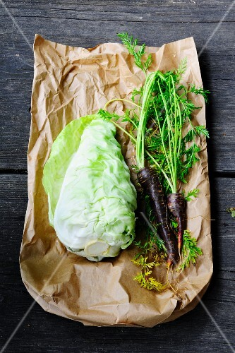 Pointed cabbage and carrots