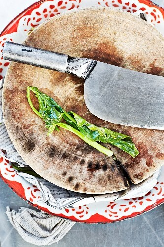 A chopping board and vegetables
