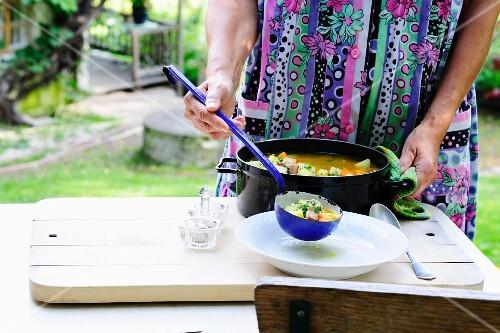 Pichelsteiner stew being served in a garden