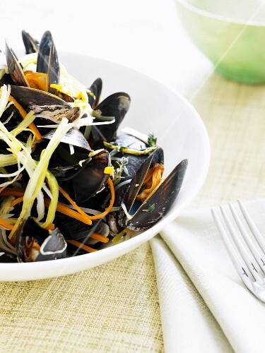 Mussels with spring onions and carrots