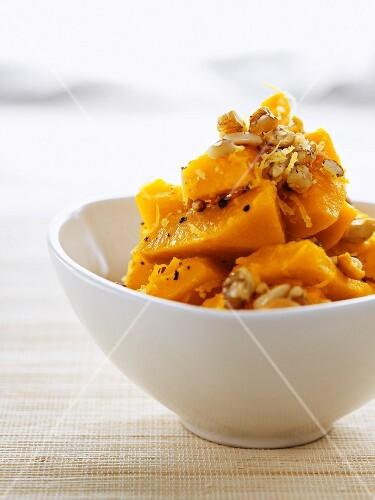 Hokkaido pumpkin salad with nuts