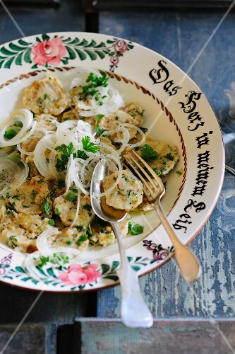 Sliced bread dumplings with onions and vinaigrette (Bavaria)