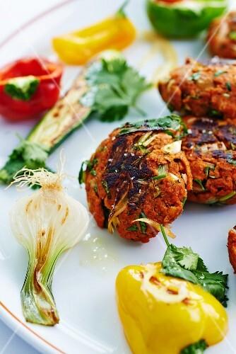 Köfte with grilled vegetables (close-up)