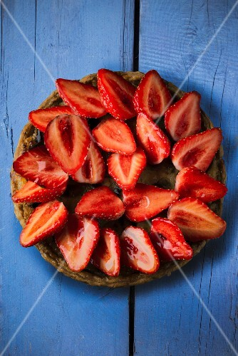 Strawberry and rhubarb tart seen from above
