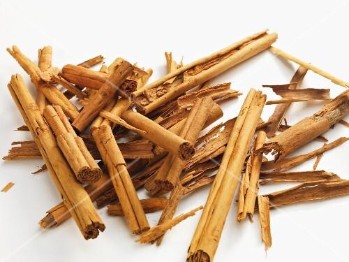 A pile of cinnamon sticks