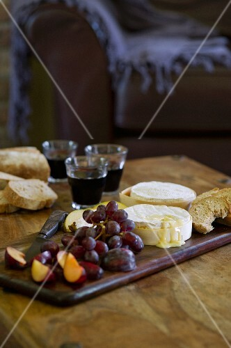 Baked Camembert with grapes, plums and bread