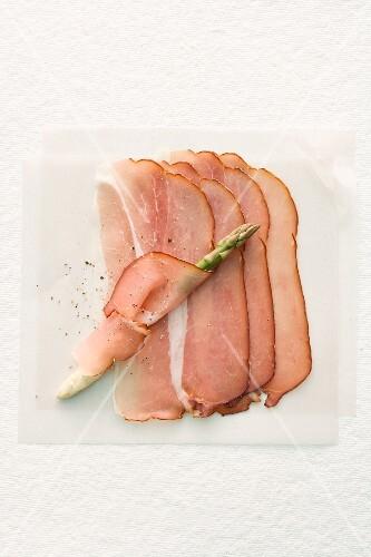 Raw ham and asparagus