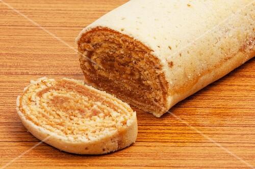 Bolo de rolo (a Swiss roll filled with dulce de leche, Brazil)