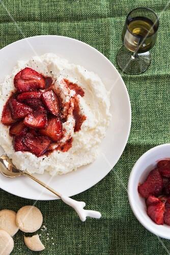 Goat's cream cheese with balsamic strawberries