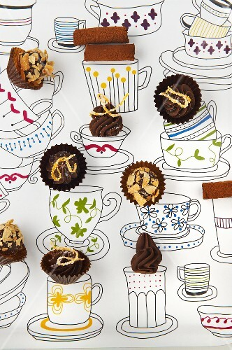 Quick chocolate pralines on a picture of cups