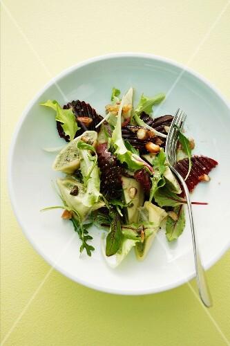 Swabian ravioli salad with beetroot and a honey-nut vinaigrette