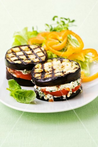 Grilled aubergines with feta and tomatoes