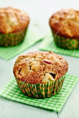 Rhubarb muffins with walnuts