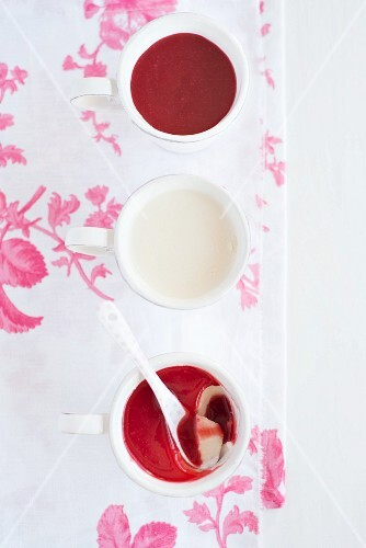 Pannacotta with raspberry coulis (seen from above)