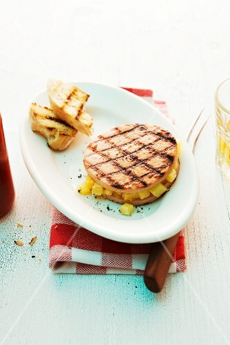 Grilled sausage slices with pineapple and bread